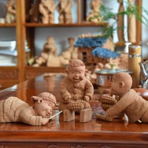 泥塑作品:烤玉米的娃娃系列