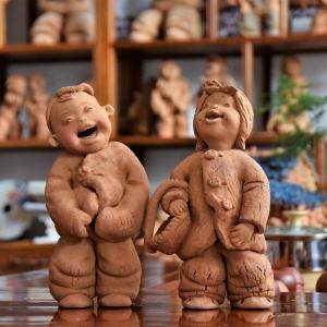 泥塑作品:泥娃娃谈话系列