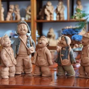 泥塑作品:上学的泥娃娃系列